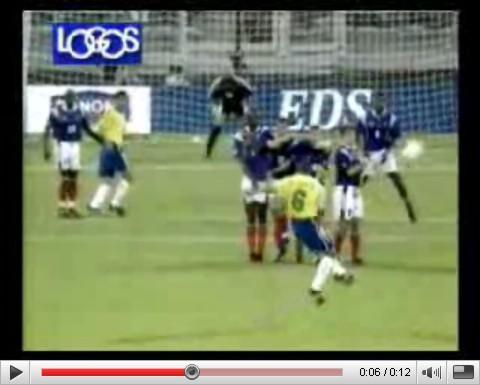 Ο Roberto Carlos και η ...τηλεκατευθυνόμενη μπάλα!