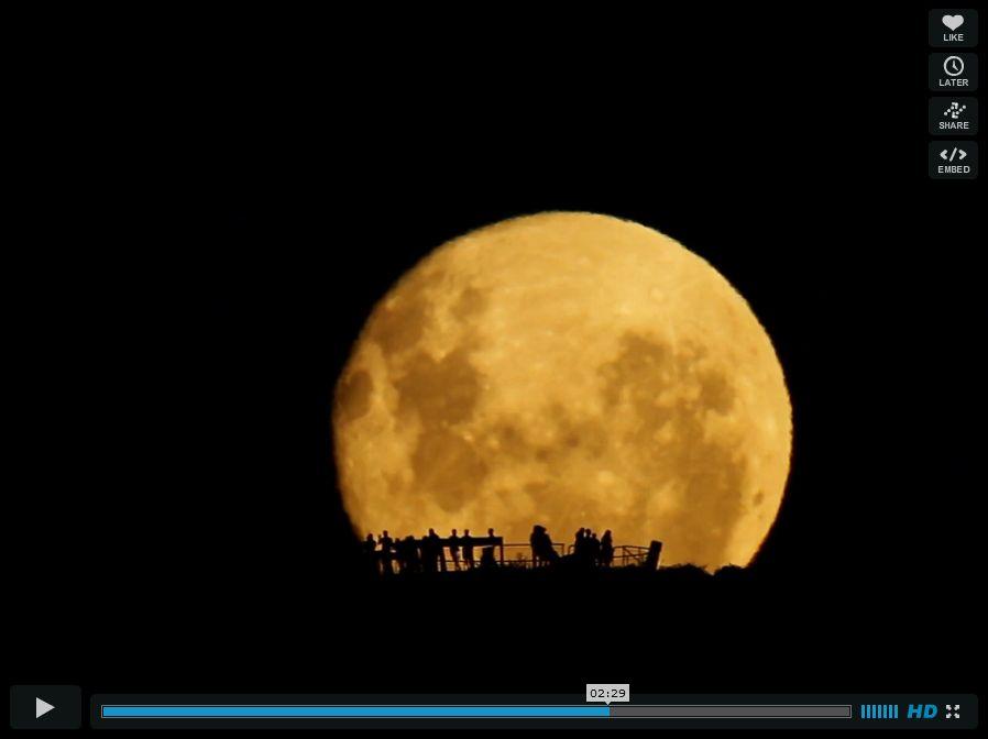 Το φεγγάρι ανατέλλει πάνω από τη Νέα Ζηλανδία