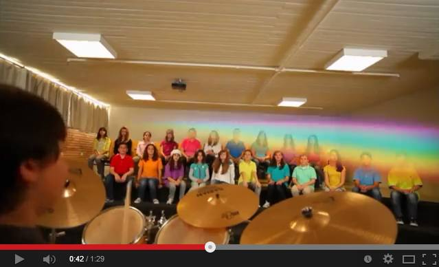 Τα παιδιά της Ελληνογερμανικής Αγωγής παίζουν μουσική για τη Rosetta